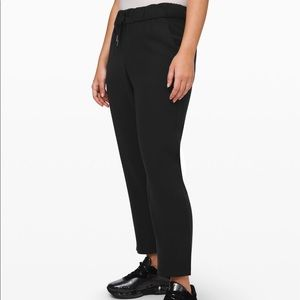 Lululemon On the Fly Woven 7/8 pant